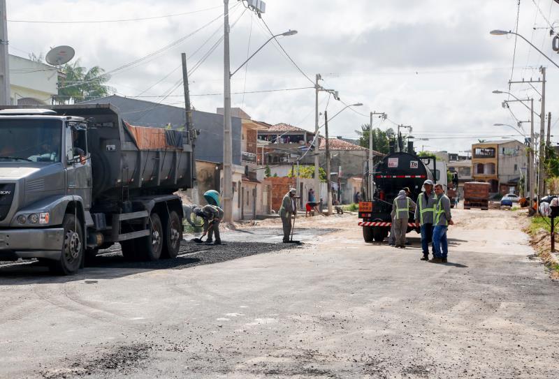 No bairro do Marco, o serviço cobre 270 metros da via, até a passagem Lauro Martins, com asfalto de qualidade, e reparos no meio fio.