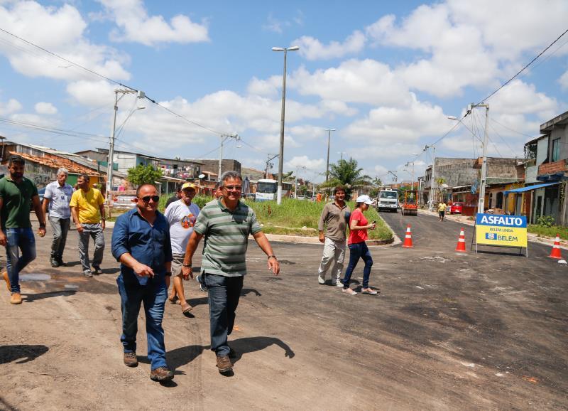 O prefeito Zenaldo Coutinho e o secretário de saneamento Cláudio Mercês visitaram as frentes de trabalho na travessa Estrela, no bairro do Marco, e na rua Roso Danin, em Canudos.