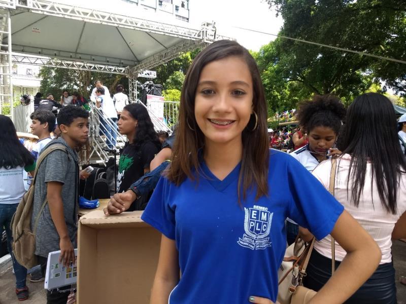 A adolescente Ana Barbara, de 13 anos, participou da apresentação e da criação da marchinha.