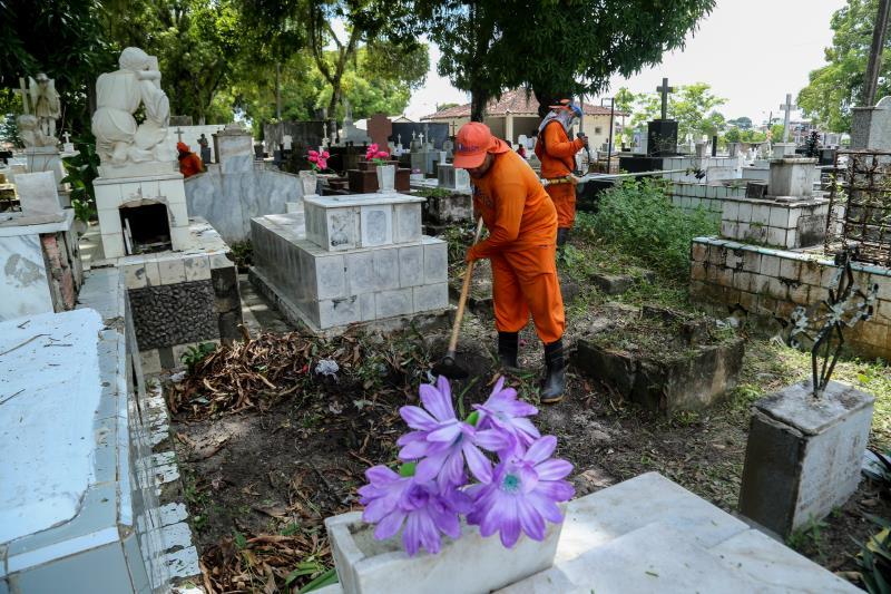 Mutirão de limpeza e organização nos cemitérios conta com o trabalho das equipes da Sesane da Semma.