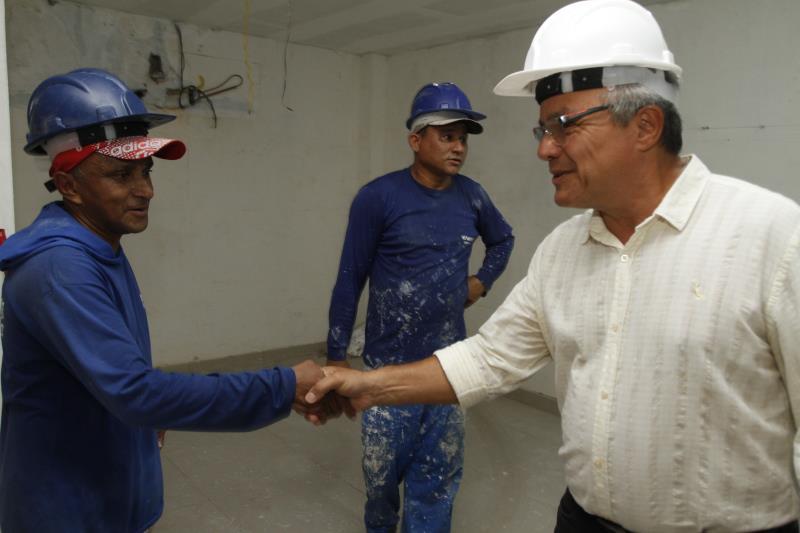 O prefeito Zenaldo Coutinho foi conferir o andamento da obra na Casa Saúde da Mulher. O novo centro já se encontra em fase de acabamento.