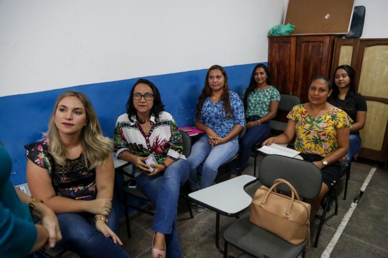 As 14 participantes da oficina produziram novos currículos durante a oficina de Elaboração e organizaram os documentos.