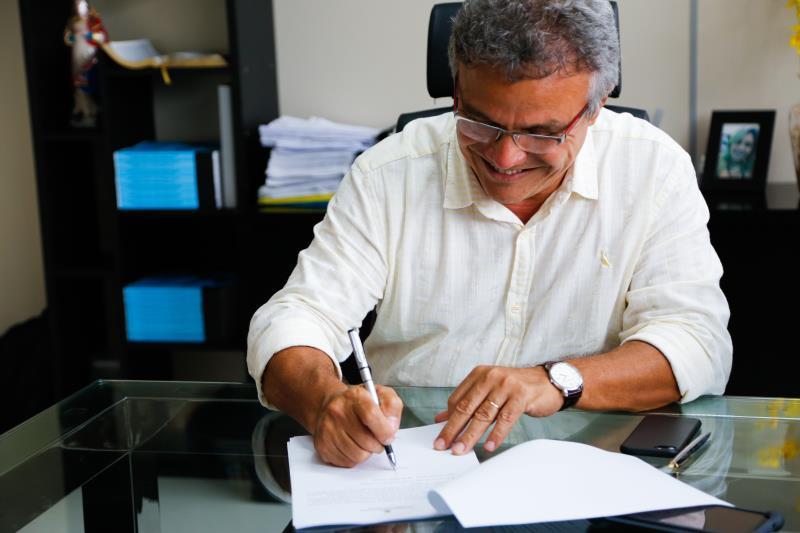 O Prefeito de Belém, Zenaldo Coutinho, assinou o Decreto que dispõe sobre a jornada de trabalho dos enfermeiros .