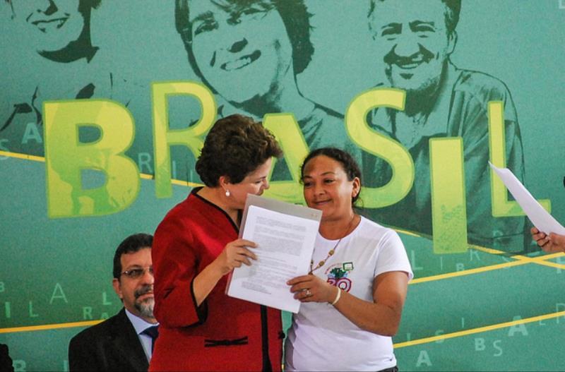 Dilma Ferreira Silva ao lado da então presidenta Dilma Rousseff (PT) / Divulgação/MAB