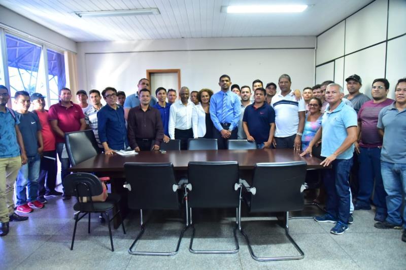 Deputado Dr Jaques, secretário de Esporte e Lazer Arlindo Silva e comitiva da Copa Rural.