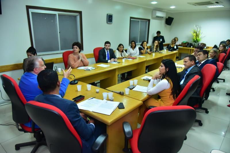 A reunião aconteceu na sala da Comissão de Fiscalização Financeira e Orçamentária