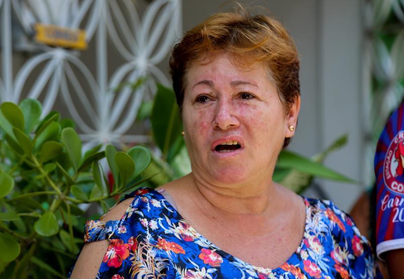 """""""Só o fato de o prefeito visitar a obra já é uma satisfação, pois mostra a preocupação  do gestor público"""", disse Clenira Antunes Silva."""