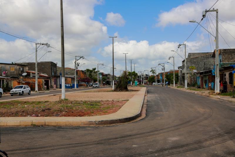 Além dos serviços de pavimentação asfáltica e drenagem, a rua Roso Danin vai abrigar uma praça no canteiro central.