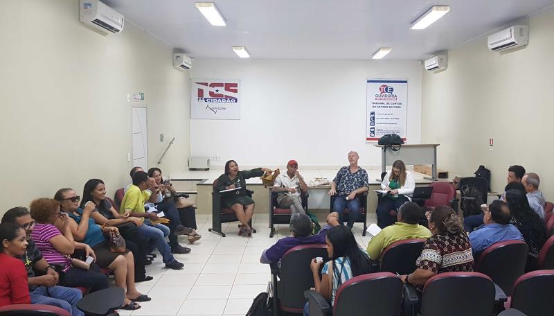 O encontro definiu as primeiras câmaras temáticas de discussão de políticas públicas prioritárias, dentro do previsto no regimento dos fóruns.