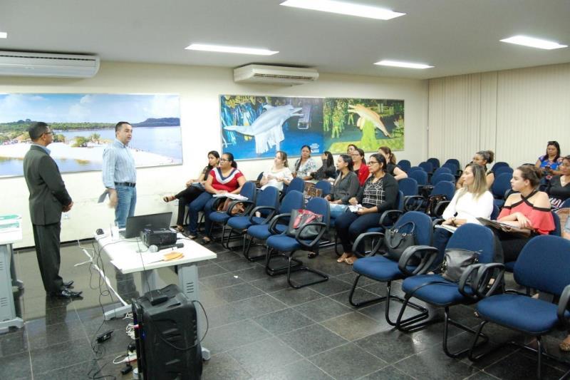 Técnicos ligados a área de Assistência Social de municípios das regiões do Baixo Amazonas, Tapajós e Xingu participam da capacitação promovida pela Seaster sobre o programa Primeira Infância.