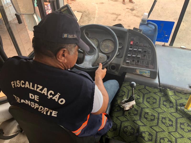 SeMOB fiscaliza garagens das empresas de ônibus ou finais de linha, para verificar as condições mecânicas do veículo, estado de conservação, entre outros itens