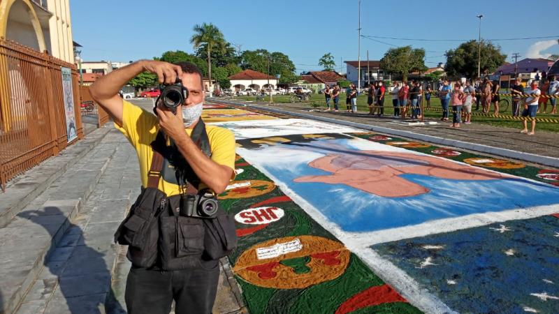 Wagner Almeida aponta o foco para mais um foto