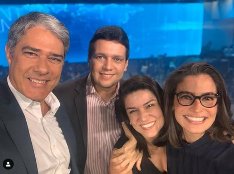 William Bonner, Marcelo Magno, Priscilla Castro e Renata Vasconcellos, no cenário do Jornal Nacional