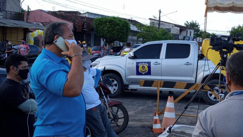 Noriel Magalhães, da TV Liberal de Castanhal, aguardando o momento de entrar 'ao vivo' no programa Bom Dia Pará