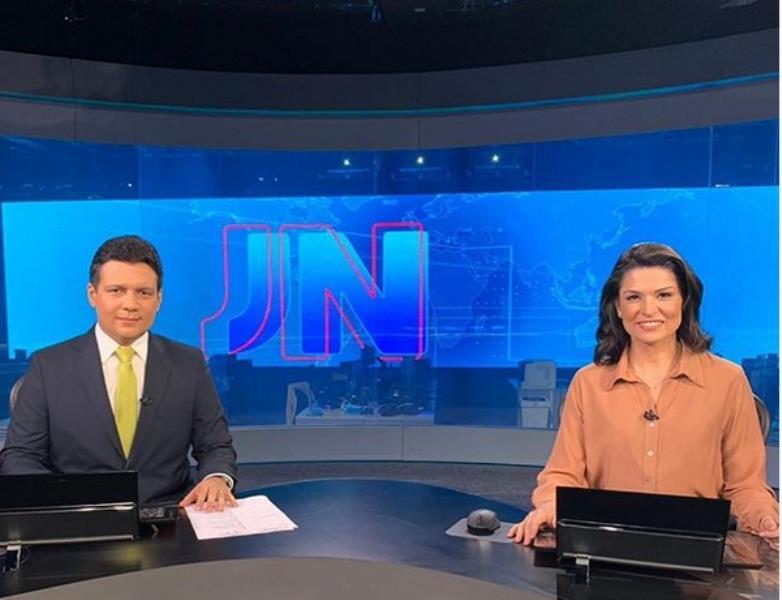 Marcelo Magno, da Globo-Piauí, e Priscilla, na bancada do Jornal Nacional, no sábado, 7