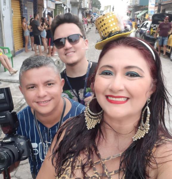 Ivan Duarte, da redação integrada O Liberal e Leka, no carnaval em Vigia