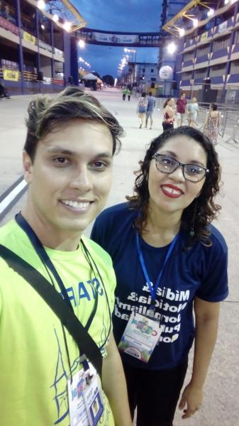 Hugo Tomkiwizt e Tábita Oliveira no domingo de desfile na Aldeia Amazônica