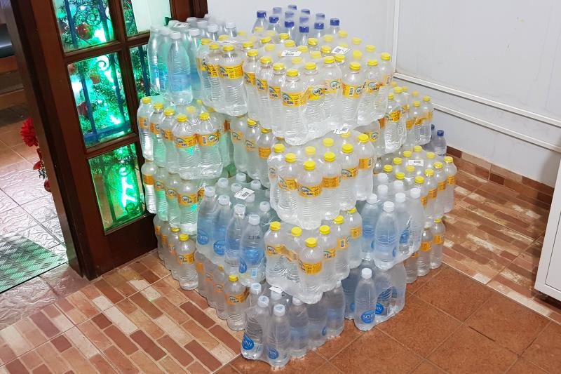 """As três represas que se romperam devido à intensidade de chuvas no município de Redenção, no sul do Pará. As vítimas da enxurrada também contam com a solidariedade da população. A Secretaria de Assistência é um dos pontos de arrecadação de doações. O empresário Walid Jawabri é um dos voluntários. """"No dia da enxurrada já começamos a arrecadar cestas básicas, e hoje trouxemos água e leite.  FOTO: ASCOM CRGSP DATA: 28.11.2018 REDENÇÃO - PARÁ"""