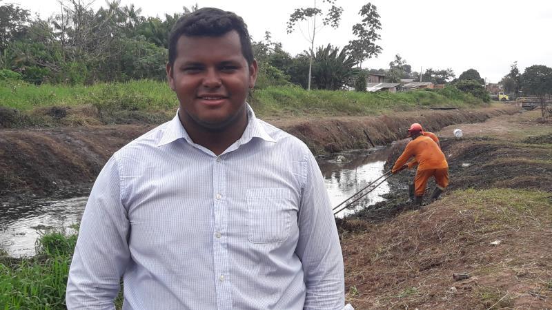 """""""Estamos trabalhando de forma atuante, faça sol ou faça chuva os agentes de limpeza não param"""", destacou o coordenador da equipe, Raul Matos."""
