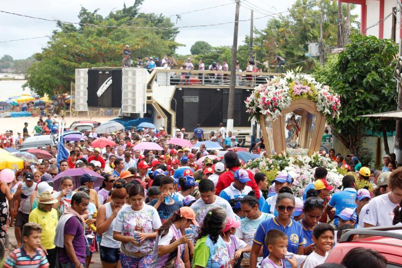 No domingo, após missa celebrada na Comunidade de Nossa Senhora da Fátima, no bairro Itaiteua, os fiéis acompanharam a berlinda com a imagem da Imaculada Conceição pelas ruas do distrito.