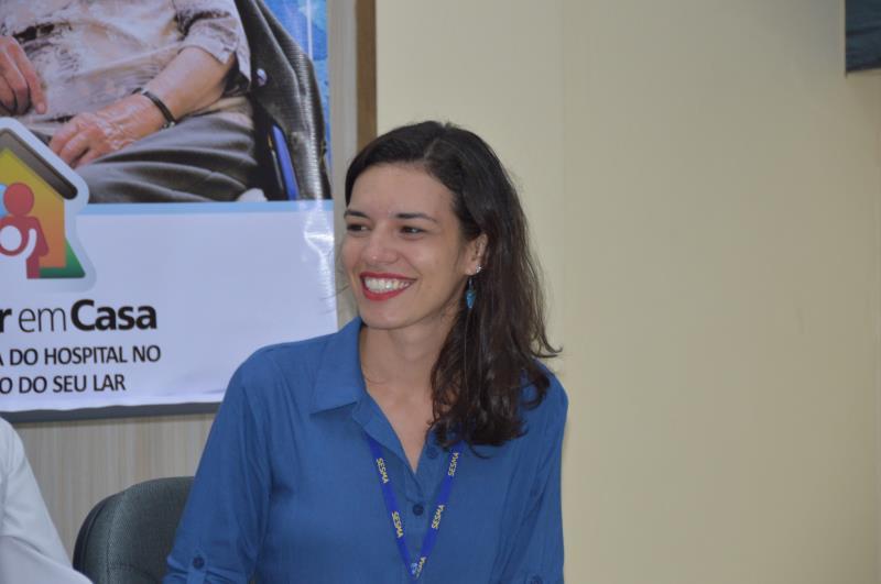 """""""O programa melhora o sistema, que tem necessitado demais da internação hospitalar"""", destacou Karen Tavares, Coordenadora do Serviço de Atenção Domiciliar da Sesma."""