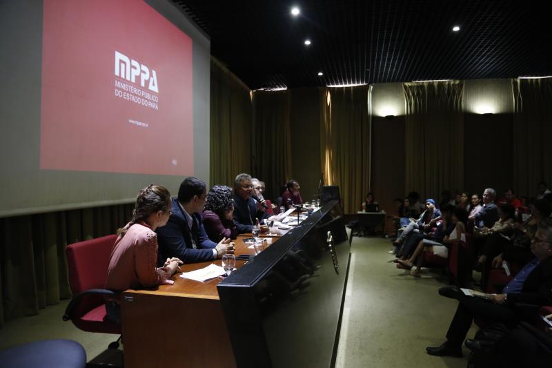 Participaram da audiência representantes de comunidades, professores, pesquisadores de universidades, presidentes de conselhos profissionais, órgãos de fiscalização, gestores de instituições municipais e o prefeito Zenaldo Coutinho.