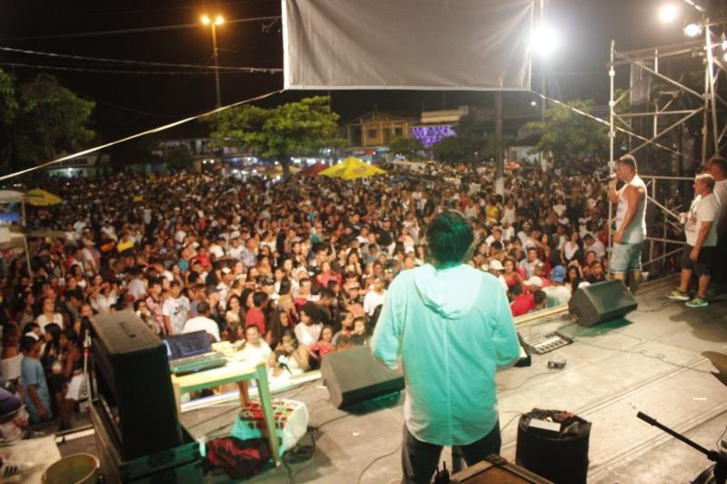 Na praia Grande de Outeiro, a animação ficou por conta do DJ Fabrício e da banda Sambloco.