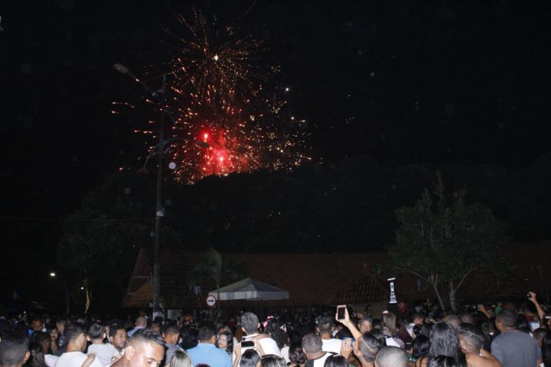 Milhares de pessoas passaram a virada do ano nas orlas de Icoaraci e Mosqueiro, na festa promovida pela Prefeitura de Belém.