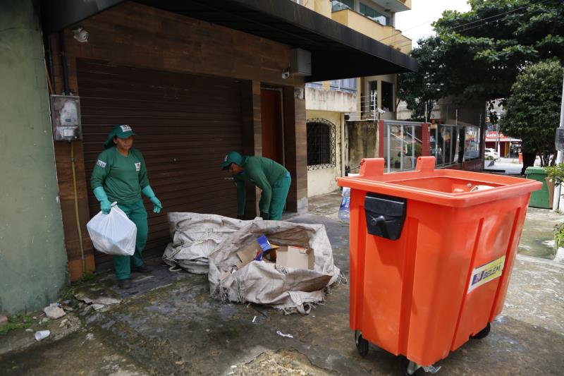 Com o lixão do Aurá fechado, a Prefeitura fortaleceu o vínculo com os catadores de recicláveis e oferece dois galpões para triagem dos materiais e dá suporte logístico e administrativo para o desenvolvimento da atividade da coleta seletiva em diversos bairros.