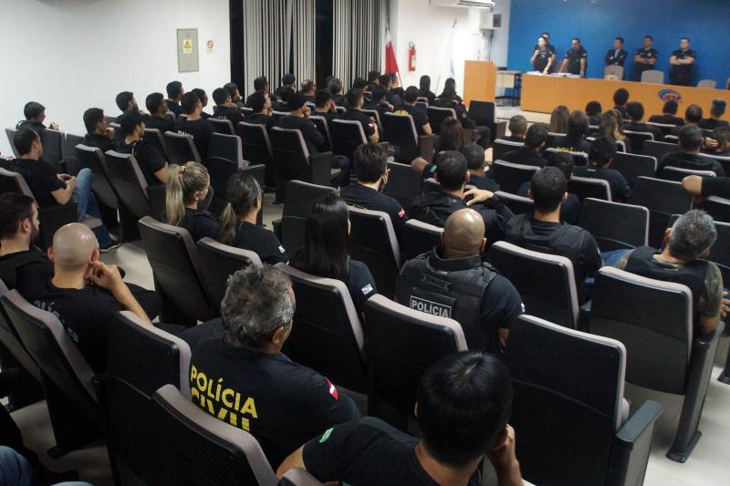 Os policiais civis se concentraram, por volta de 3 horas da manhã, no Instituto de Ensino de Segurança do Pará (IESP), em Marituba, para a reunião que antecedeu à saída das equipes policiais com destino ao município.