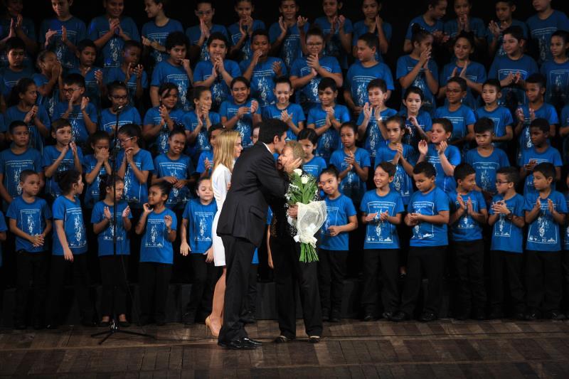 Helder Barbalho aproveitou para anunciar ao público que convidou a coordenadora do Vale Música em Belém, professora Glória Caputo, para assumir a superintendência da Fundação Carlos Gomes, uma das mais instituições de formação musical mais importantes do País.