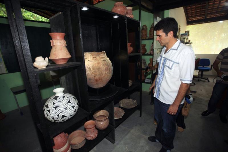 A cerâmica marajoara, herança cultural de povos milenares, preservada também no Instituto Caruanas, que recebeu a visita do governador Helder Barbalho