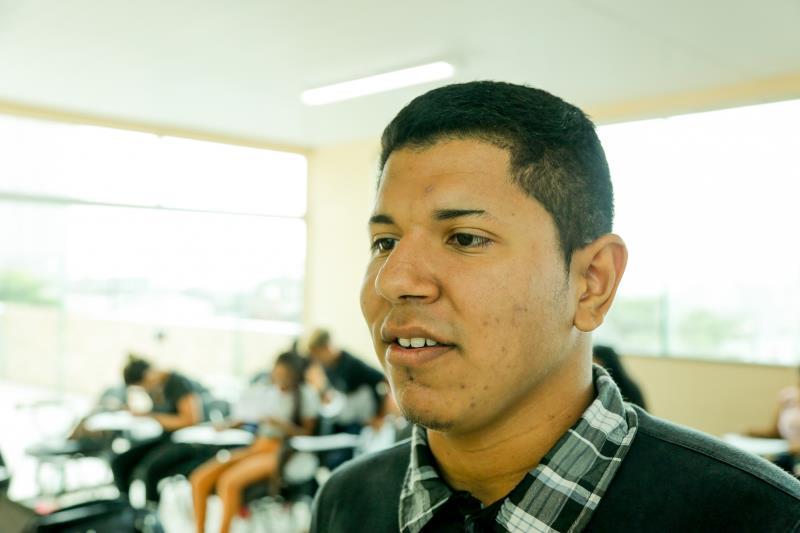 """Para o estudante Hiago Machado, o curso vai somar no currículo dele: """"Eu acho muito legal a Prefeitura disponibilizar de forma gratuita, por que também é uma maneira de tirar jovens das ruas e da ociosidade""""."""