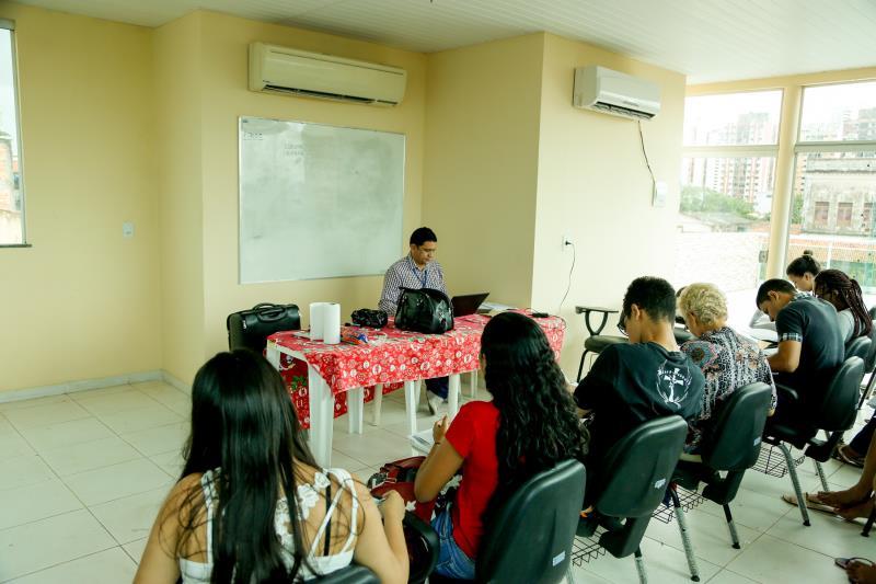 O curso está sendo ofertado gratuitamente pela Funpapa em parceria com o Senac, que, além de capacitar jovens e adultos, facilita a entrada dos participantes no mercado de trabalho.