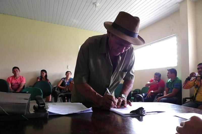 O documento, uma espécie de CPF da propriedade rural, foi elaborado e emitido pelo escritório local da Empresa de Assistência Técnica e Extensão Rural do Estado do Pará (Emater), por meio de convênio com o Programa Municípios Verdes (PMV).