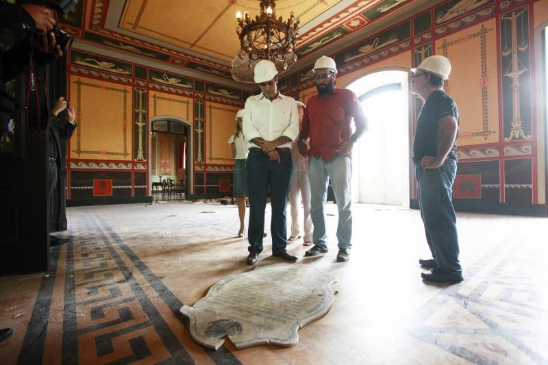 O incidente desta sexta-feira causou a destruição de um mobiliário histórico onde Paes de Carvalho declarou a adesão do Pará à República, em 1889. Por conta do desabamento, ficarão interditados todos os salões nobres do primeiro piso.