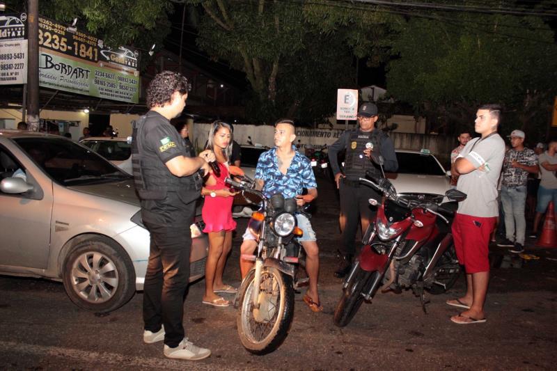 A ação foi realizada para combater delitos, como poluição sonora e tráfico de drogas na área da Praça da Bíblia, em Ananindeua. Ao todo, 25 veículos foram recolhidos por irregularidades.