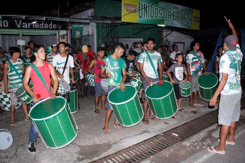A Escola Unidos da Baixada vem fazendo ensaios diários para a apresentação oficial de Carnaval.