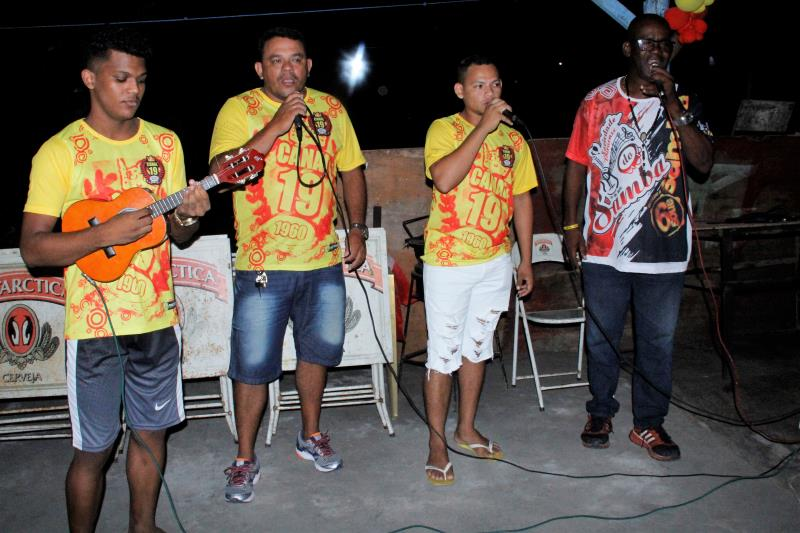 Nos dias 3, 10, 17 e 24, os foliões irão seguir da praia do Cruzeiro, local de concentração, em cortejo pela Orla de Icoaraci puxados por bandas de fanfarras e baterias de escolas de samba.