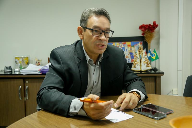 O titular da Sefin, José Capeloni Júnior, explicou que o treinamento envolveu titulares da diretoria de administração de todas as secretarias e demais órgãos municipais, visando dirimir dúvidas, até mesmo por conta da atualização do sistema GIIG