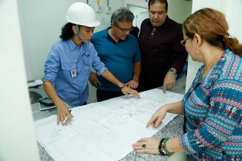 O prefeito Zenaldo Coutinho fez questão de acompanhar de perto o andamento das obras do novo hospital.