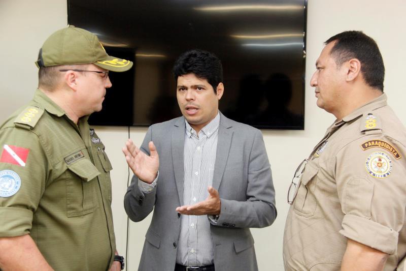 O secretário adjunto da Seel, Victor Borges (centro): obras de reparo continuam para que o Mangueirão seja liberado com a capacidade plena para o primeiro Re x Pa do ano