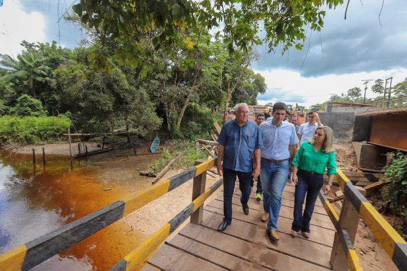 Ponte está sendo construída com aço e concreto, para garantir maior segurança e melhor trafegabilidade à população mocajubense. O valor do investimento é de R$ 15 milhões.