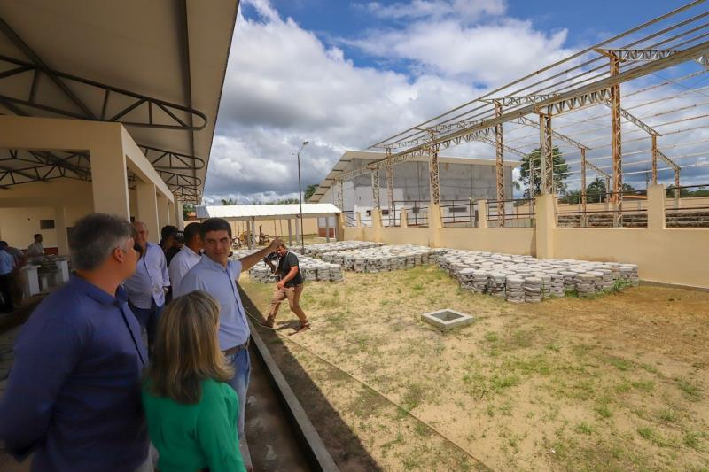 Sobre a Escola Isaura Bahia, o governador afirmou que o espaço receberá ações de melhoria o quanto antes e que, assim como em outros municípios, a educação precisa receber atenção com urgência.