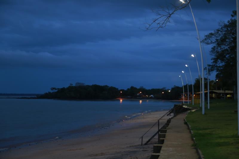 Locais como as praias da ilha de Mosqueiro também receberam melhorias na iluminação pública