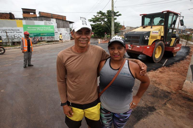 O casal José Maria Santos e Josilene Leôncio mora em frente ao canal e diz que existe uma boa diferença entre o cenário atual e o antigo.