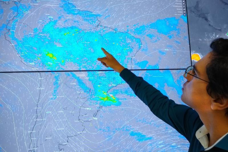"""""""Geralmente, da base da nuvem 'Cumulus Nimbus' com trovoadas, é formado um funil, e esse funil pode atingir uma superfície líquida, normalmente mais plana"""", explicou Saulo Carvalho, diretor de Meteorologia da Semas."""
