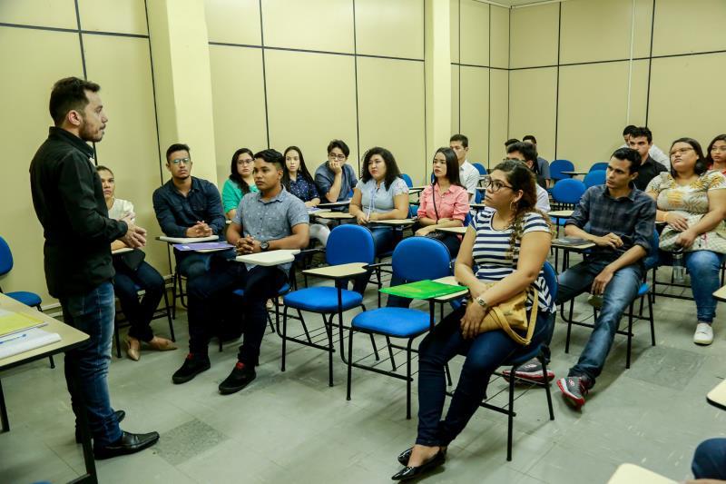 Na semana passada, foi realizada uma capacitação a cerca de 40 jovens que buscavam emprego em uma das farmácias da rede Drogasil