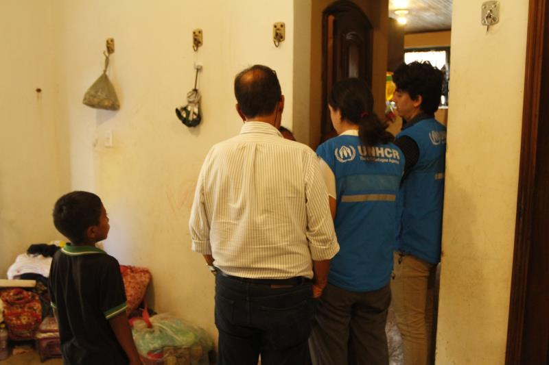 Representantes do Unicef estiveram na casa onde estão abrigados os indígenas venezuelanos da etnia Warao.