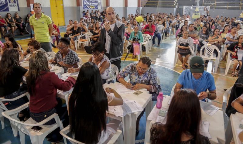 A assinatura dos contratos foi realizada no ginásio Altino Pimenta, no bairro do Reduto